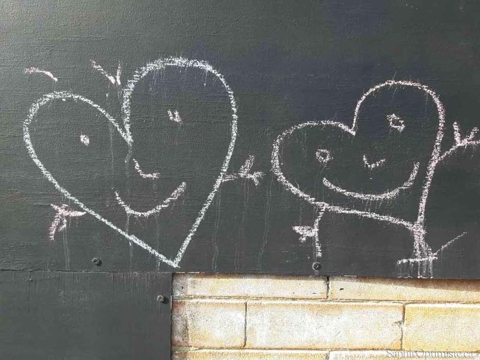 duo coeur craie enfants tableau Montréal joie photoptimiste Franck Billaud Saphir Optimiste