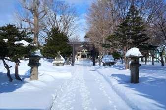 江南神社 参道 冬