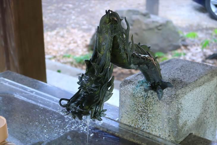 札幌三吉神社 手水舎の龍神様