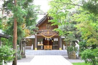 西野神社 参道と本殿