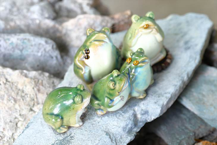 星置神社 蛙の置物