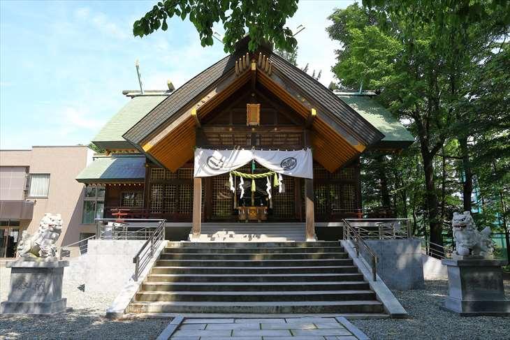 信濃神社 社殿