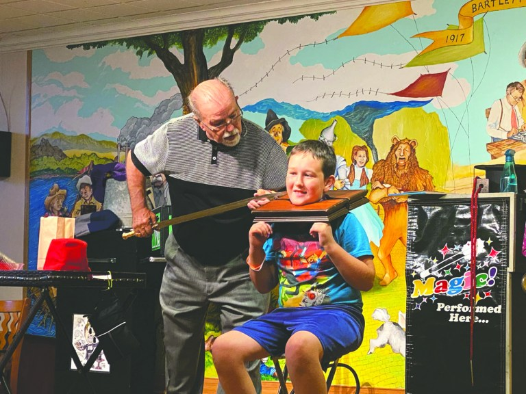 """Sapulpa Library's magic show is """"grandkids-approved"""""""