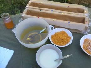 Sapun natural cu lapte de capra, miere si galbenele
