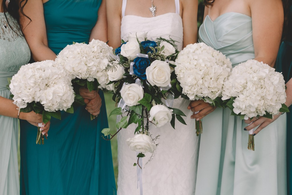 Summer, Crystal Lake, Illinois blue and aquamarine wedding photographed by Sara Anne Johnson