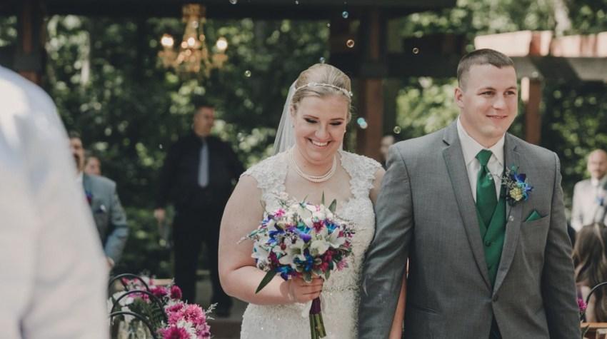 Bright, bold Summer wedding at Kilbuck Creek photographed by Sara Anne Johnson