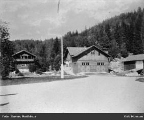 Kuskeboligen og driftsbygninegn, sanns. før 1916. Marthinus Skøien / Oslo Museum / oslobilder.no
