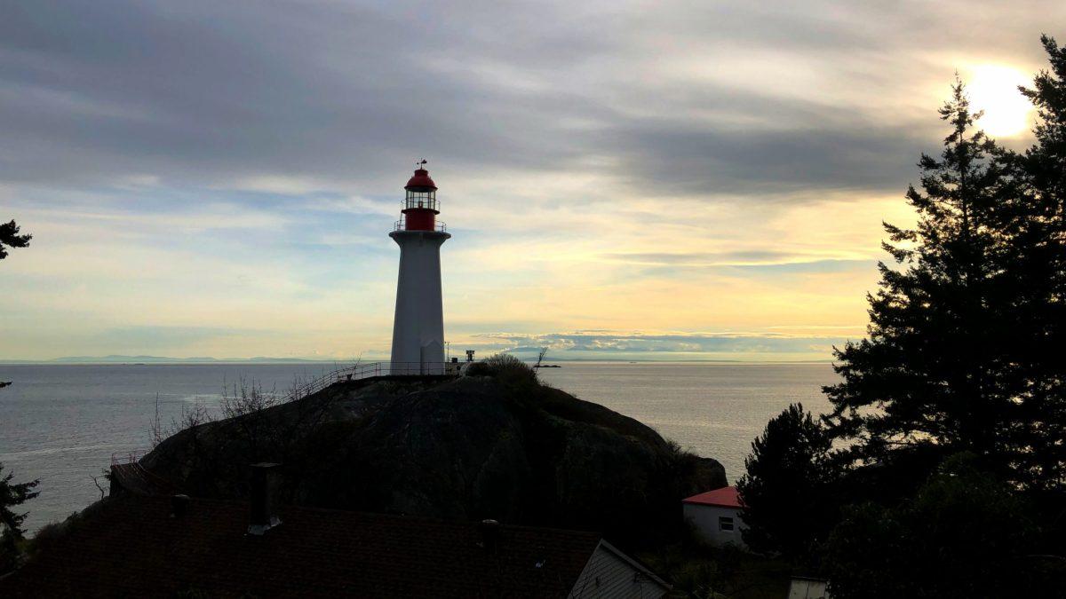 [加拿大西溫旅遊景點]百年燈塔旁欣賞日落景色-LightHouse Park 燈塔公園