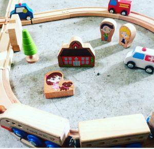 Que vaut le set de train en bois EverEarth ?