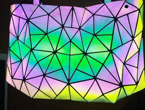 Lussiole : Mon sac géométrique qui change de couleur.