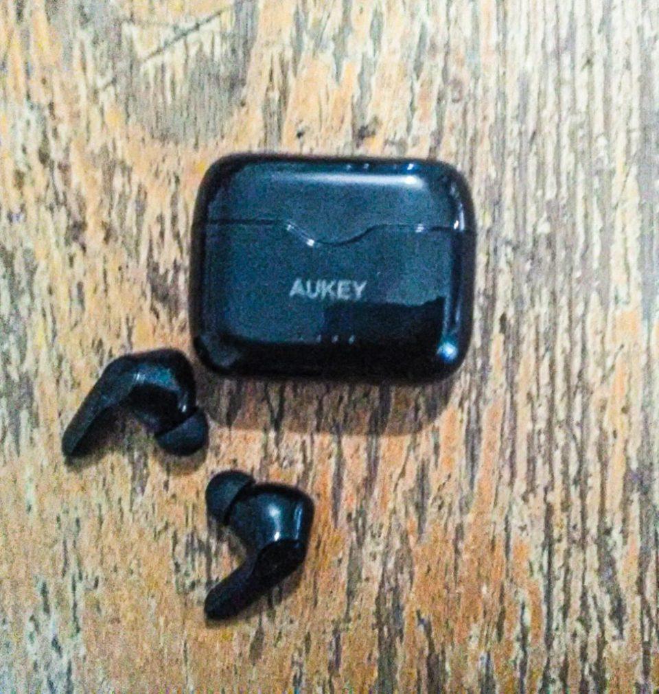 Zoom & Avis : Tout savoir sur les écouteurs Bluetooth Aukey EP-T28.