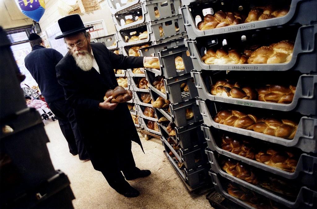 Selecting bread for the sabbath, Grodzinski's, Stamford Hill, London