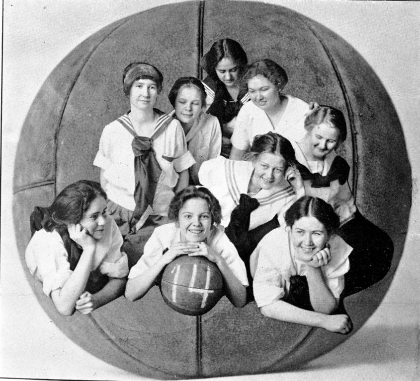 Sophomore basketball team photograph. 1912. Alabama College.