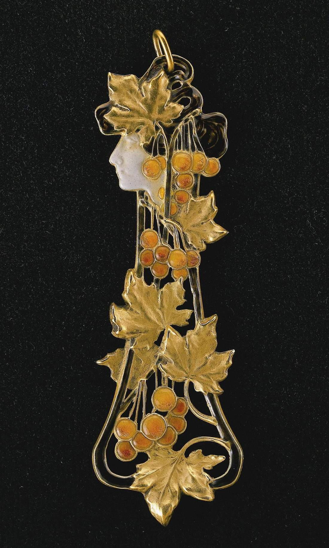 Pendant in an autumn design. ca. 1900.