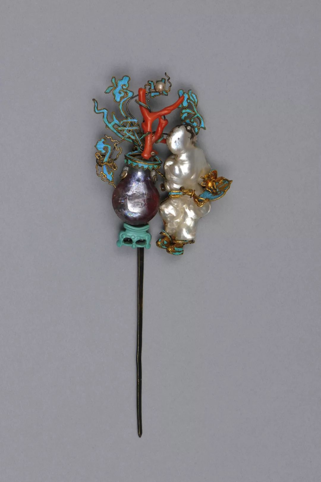 Hairpin with figure and vase. 18th or 19th c.