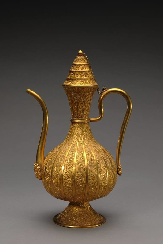 Ewer with dragons and clouds. 1736-1795. Qianlong period.