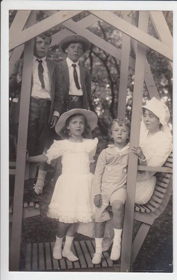Crown Princess Margaret of Sweden with her children. Photograph ca. 1900-1910.