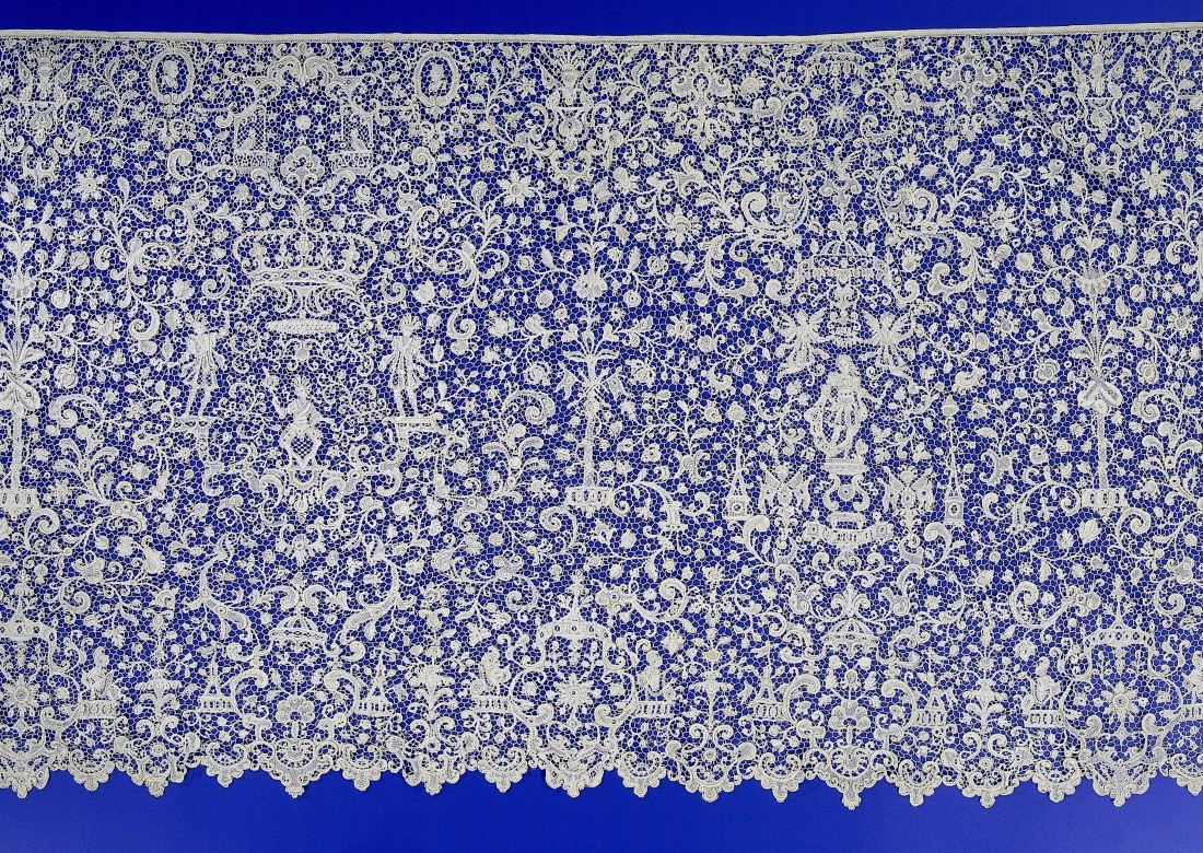 Strip of needle lace with a man with scepter between two crowns. ca. 1685-1695.