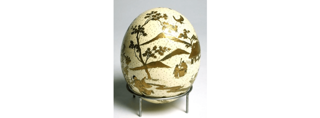 Ostrich egg with gold lacquer. 1850-1875.