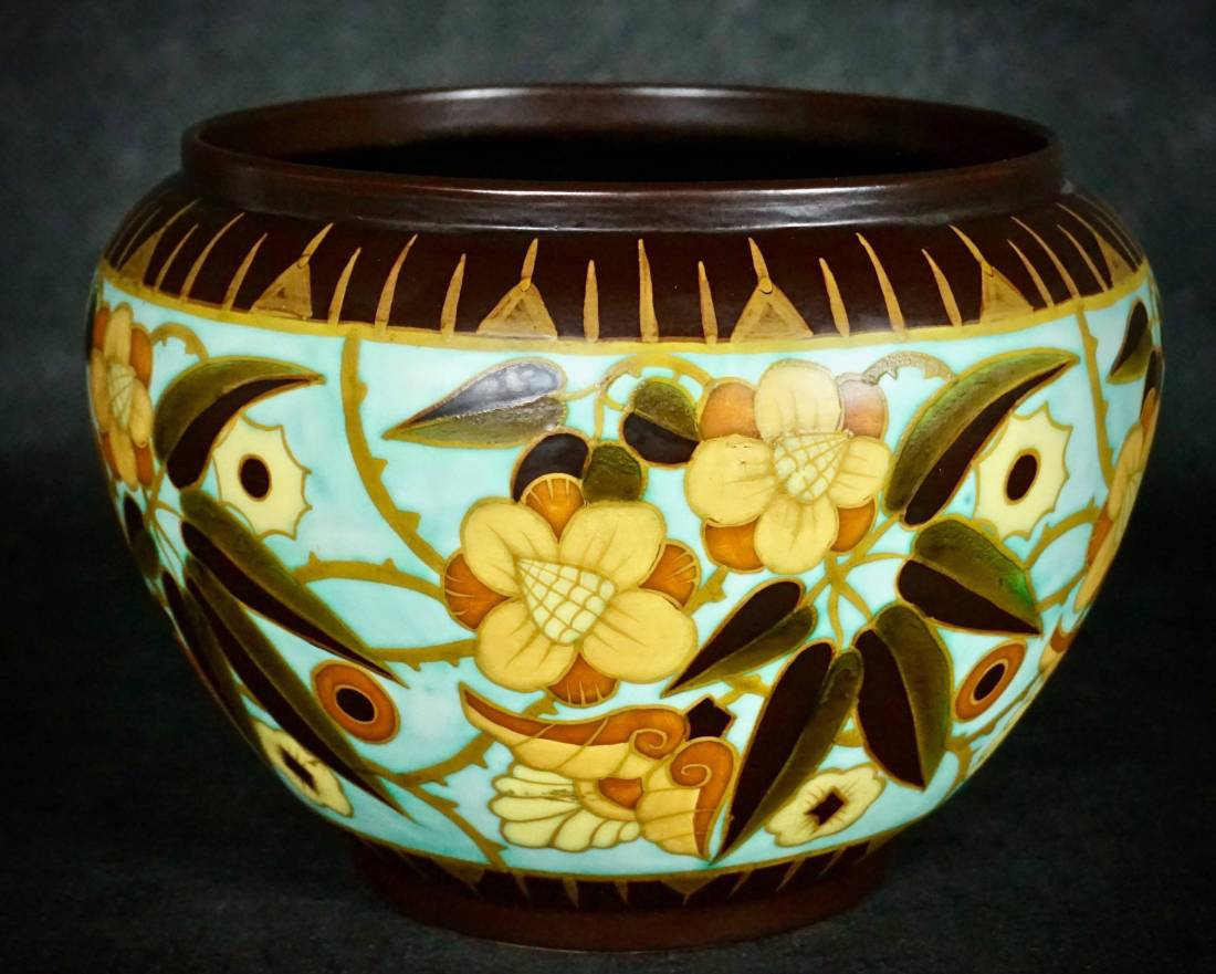 Monumental hand painted cache-pot. 1934.