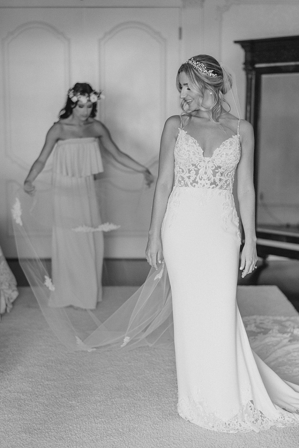 bride getting ready   ashford estate bridal suite   new jersey wedding photographer sarah canning photography