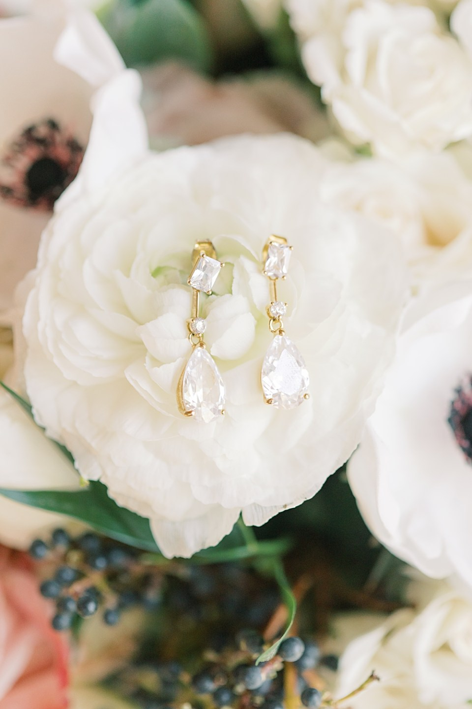 bridal jewelry | earrings detail shots | sarah canning photography