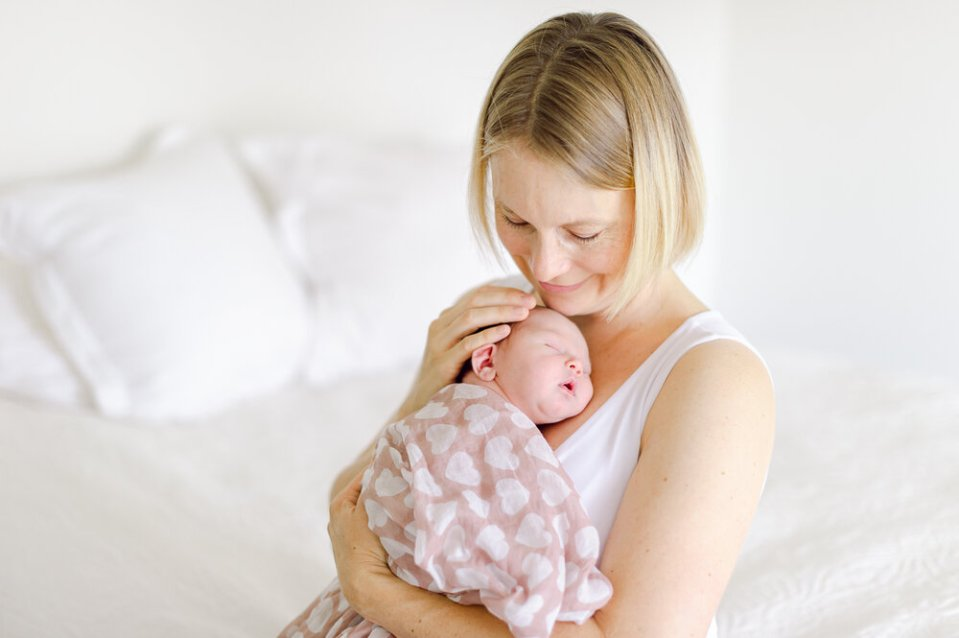 mother and baby photo by Auckland natural newborn lifestyle photographer Sarah Clayton