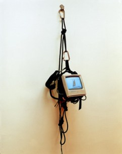 Artistas : Lucia Koch, 2001, digital video, monitor, climbing equipment, screws, 160 x 40 x 30 cm_low