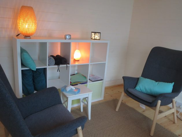 Sarah Hanison Psychotherapy. Image of therapy room
