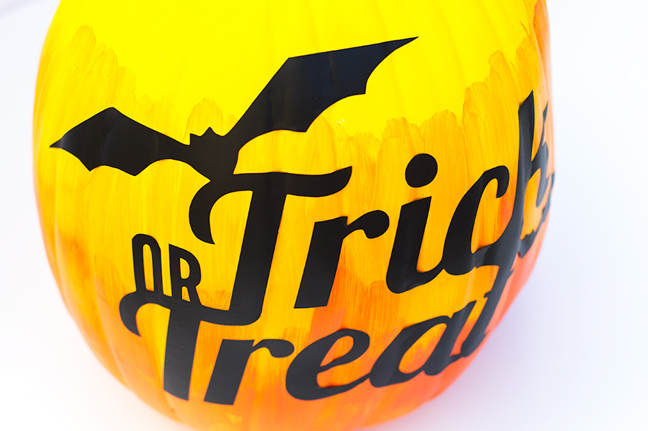 DIY Vinyl Trick or Treat Ombre Pumpkin | Sarah Hearts