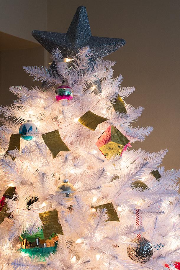 DIY Crepe Paper Streamer Flag Christmas Tree Garland