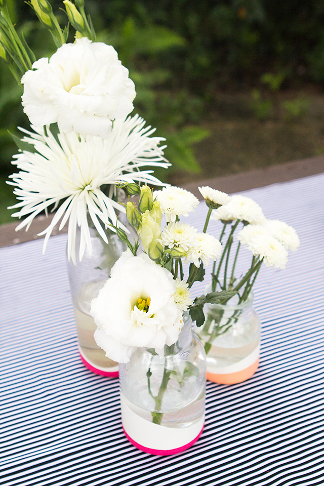 Learn how to create paint dipped looking vases without actually painting them! Click through for full tutorial.