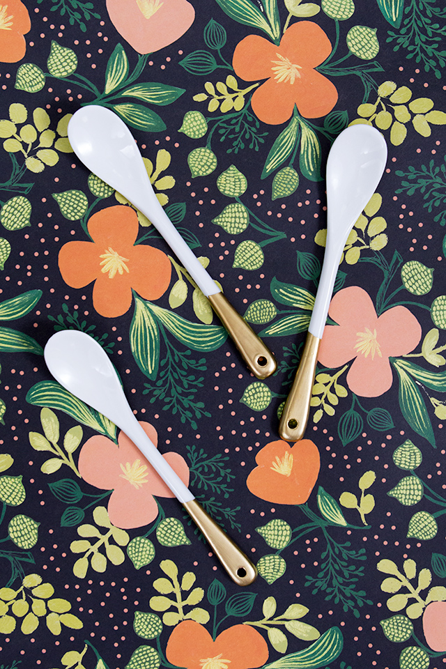 Dress up for dinner table or party buffet with some gold dipped mini spoons. (Click through for video tutorial)