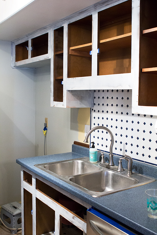 Use oil-based primer for the best adhesion when painting your kitchen cabinets. Click through for more tips on DIY cabinet makeovers.