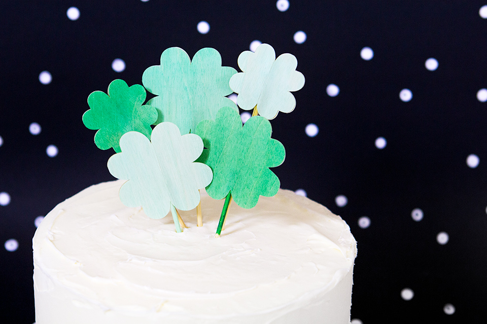 These clover cake toppers are made out of adhesive wood veneer. Such a cute idea for St Patrick's Day!