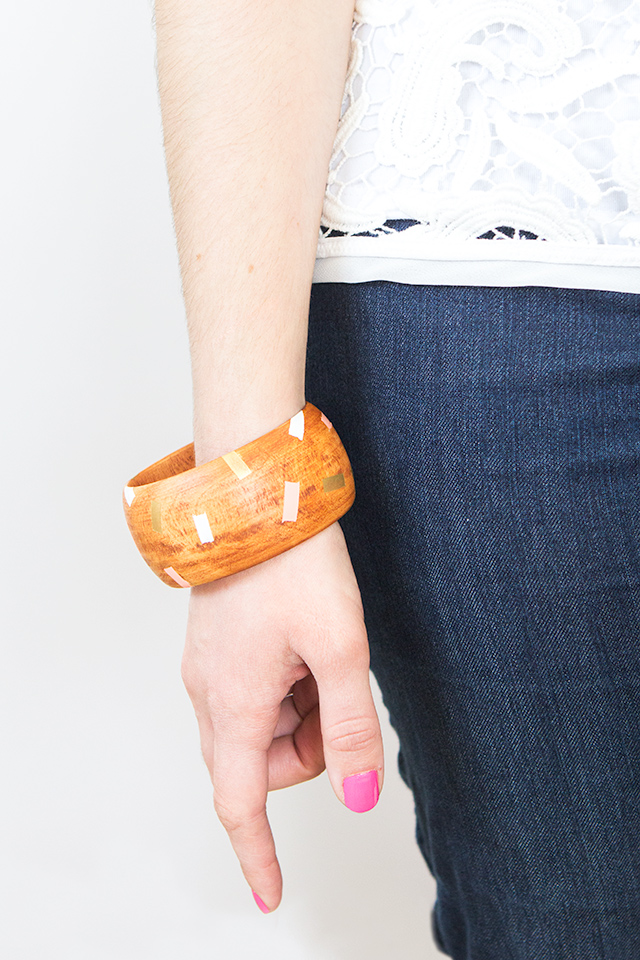 These painted wood bangles are so fun! They would be the perfect accessory for summer and I can't wait to make them!