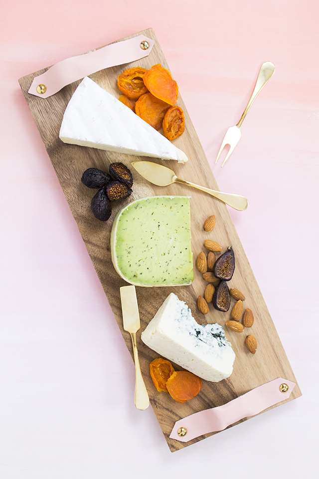 Loving this cheese board with blush pink leather handles. It's a doable DIY that only takes 10 minutes to make!