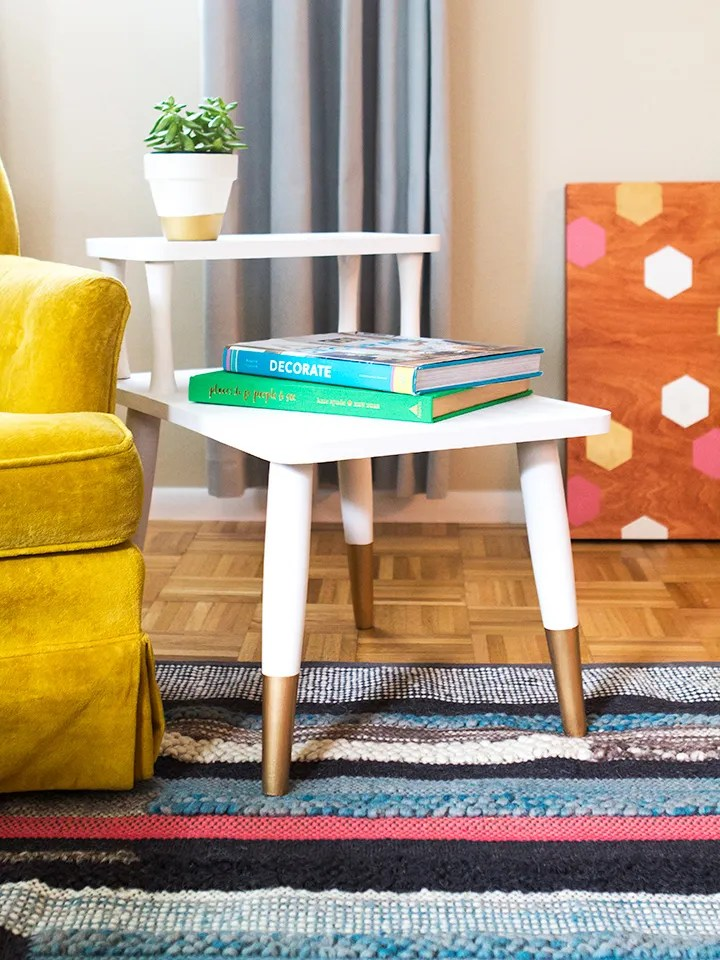 Loving this mid-century side table makeover with chalk paint and liquid gold leaf paint. Such a great way to update a garage sale find! (click through for step-by-step tutorial and tips) #12monthsofmartha