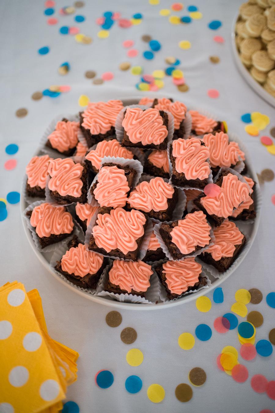 Chocolate brownies with fresh strawberry icing. Yes, please! #meetandmake