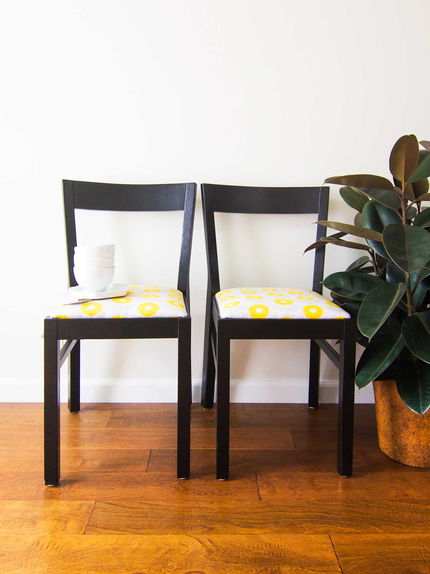Give life to old chairs with your very own custom printed fabric! (Click through for tools, tips and tricks to upholstering chairs yourself)