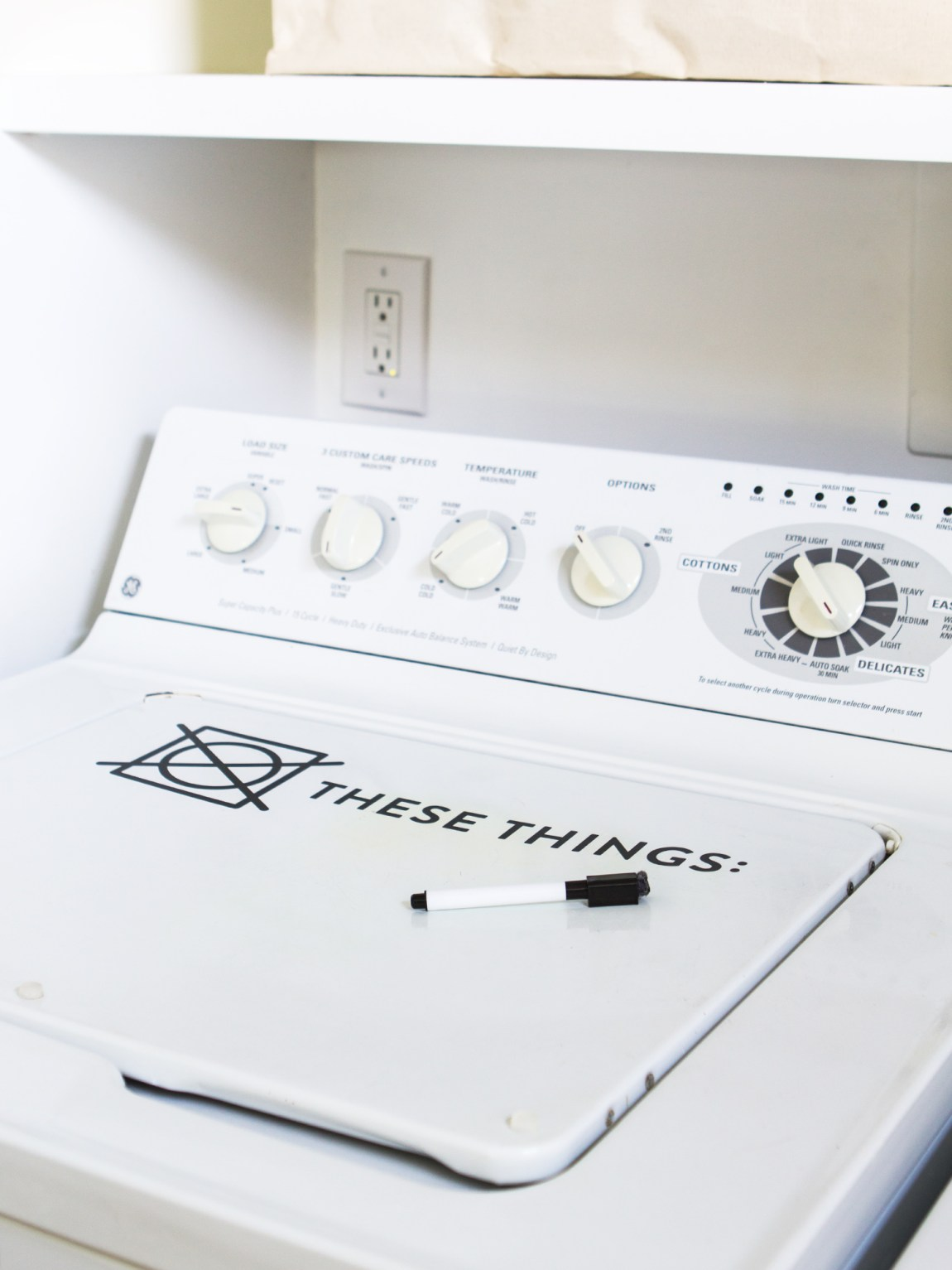 Transform your washing machine into a helpful dry erase board so you never accidentally shrink your favorite dress! Click through for free do not dry decal template.