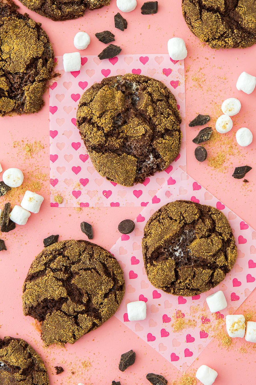 A devil's food cake mix makes these s'mores cookies so easy to make! (Click through for the recipe video)