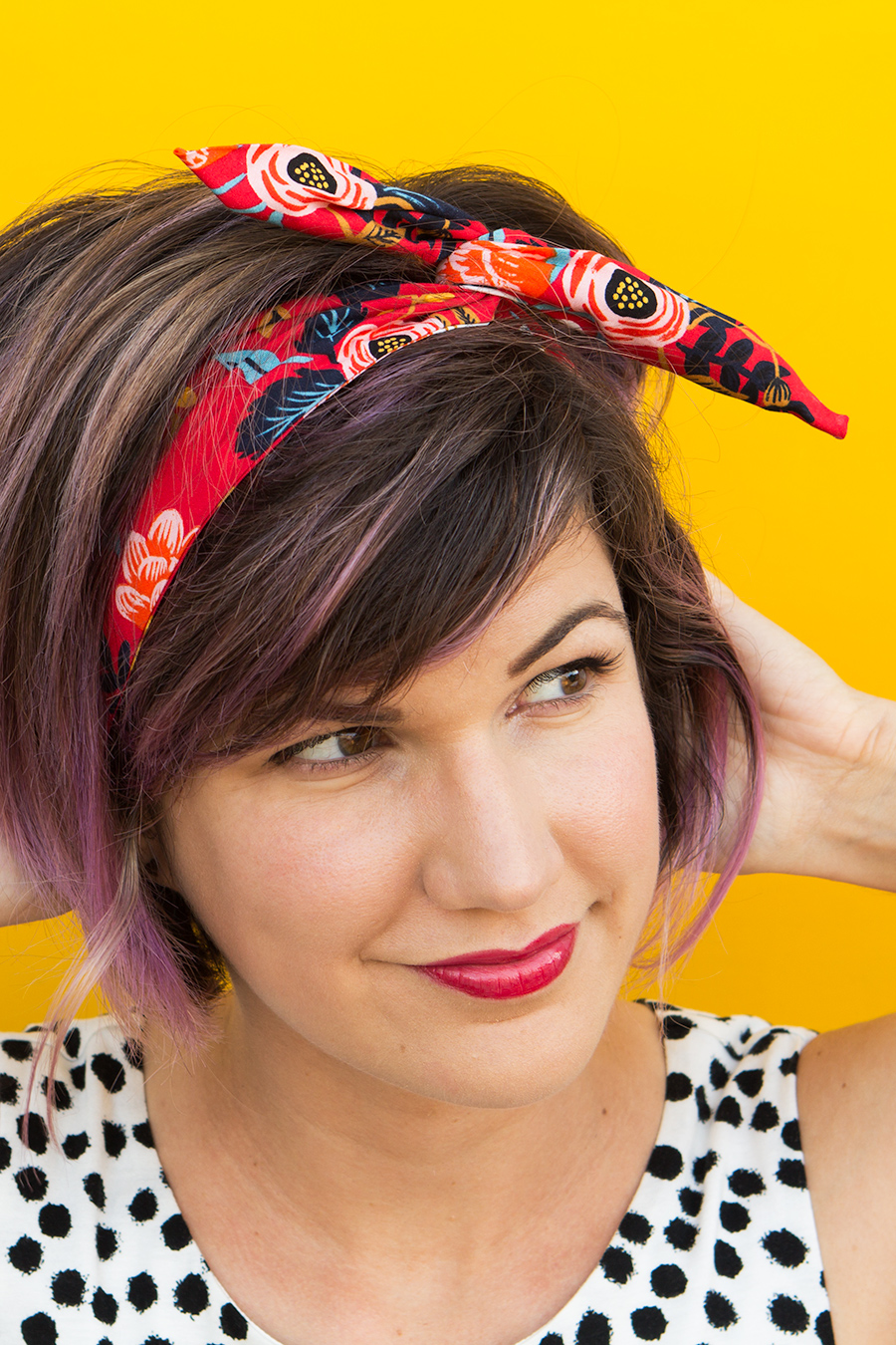 Need a last minute gift? Make a no-sew wire headband for all your besties!