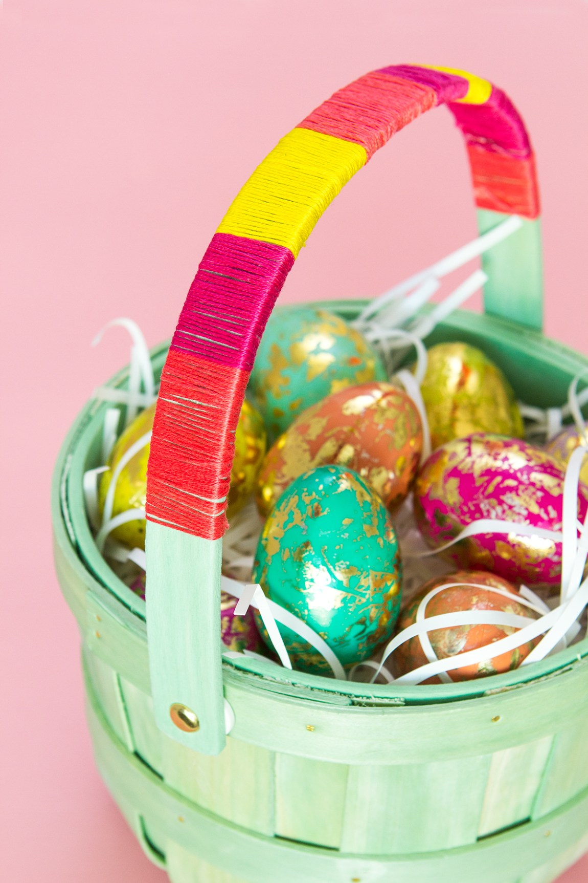Use embroidery floss to create a stylish color block Easter basket!