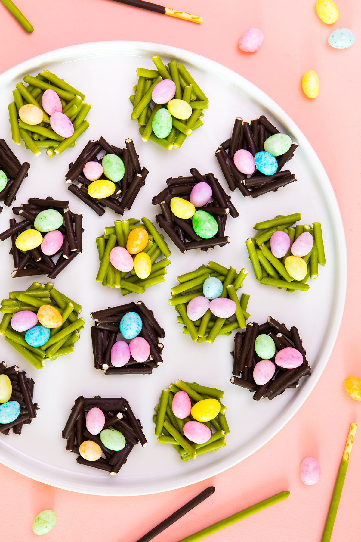 Make these birds nest treats in minutes using your favorite flavor of @Pocky! Click through to watch the video tutorial.