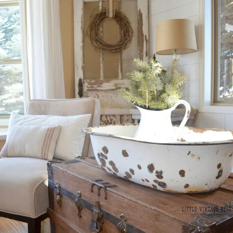 Simple Winter Decorating Tips & Tricks Farmhouse Style from Little Vintage Nest