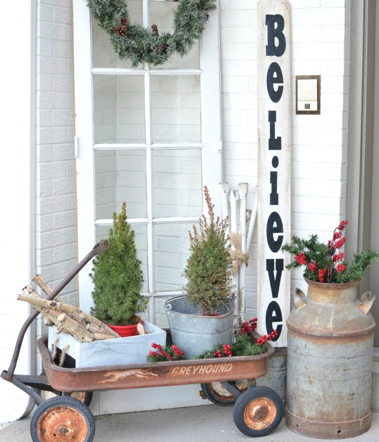 Christmas on the Front Porch. Vintage Christmas decor ideas for your front porch.