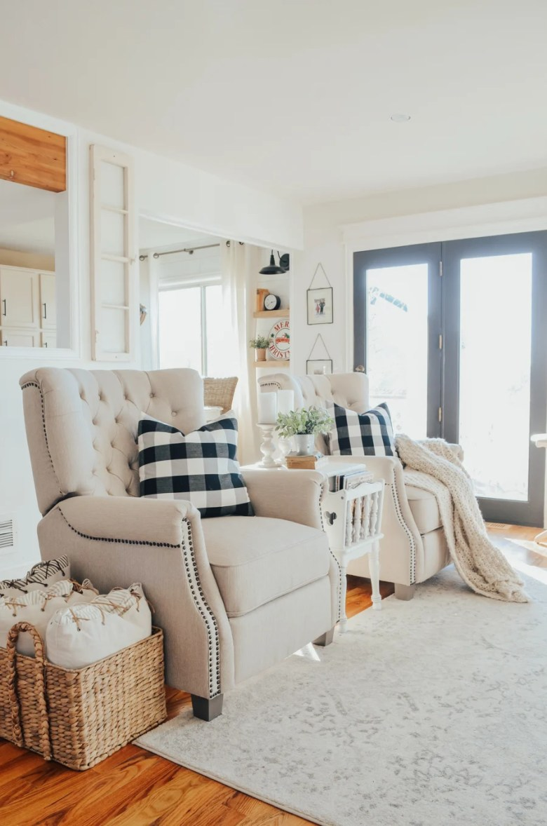 Cozy living room decor.