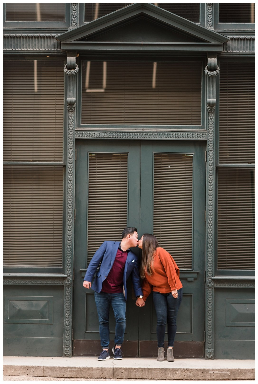 couple kisses on stoop in chattanooga