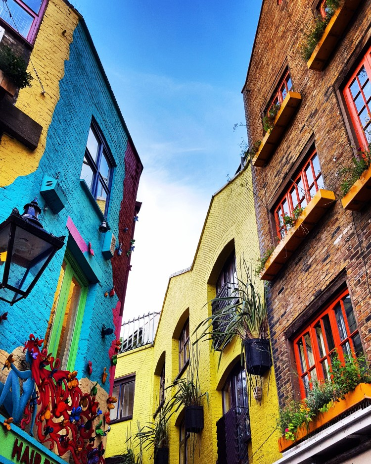 london-neils-yard-alleyway-colorful